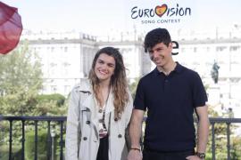Amaia explica lo qué llevará en su maleta para Eurovisión: «Yo, el libro 'España de mierda'»