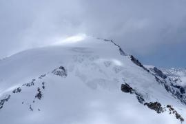 Cuatro montañeros muertos tras quedar aislados durante la noche en los Alpes suizos