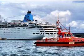 Contienen el vertido de un crucero en el Dique del Oeste del Puerto de Palma