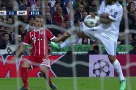 Marcelo se sincera: «El balón me da en la mano y es penalti»