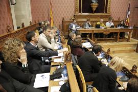 Polémica en el Consell por la propuesta de empezar los plenos media hora más tarde