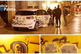 La Policía Local intercepta a una pareja de grafiteros cuando pintaba tras el Teatro Principal