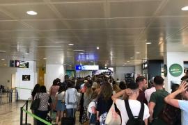 Refuerzo policial en el aeropuerto de Palma para evitar aglomeraciones en los controles