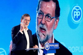 Rajoy arremete contra los «gobiernos del cambio» por «gobernar poco y dividir mucho» y pide al PP «ejemplaridad»