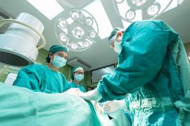 Indemnización de 24.000 euros a una mujer incapacitada por una operación de juanetes