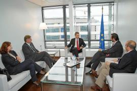 Oposición y sindicatos critican que Bauzá fuese el que más acompañantes llevó a Bruselas
