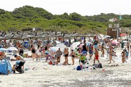 La cifra de bañistas en es Trenc se excede en más del 60 % los domingos y festivos