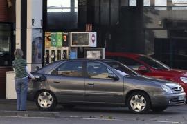 El precio de los carburantes escala a nuevos máximos con el petróleo en niveles récord