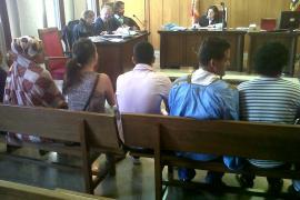 Condenados 9 jóvenes a pagar 30 euros de multa por negarse a retirar la jaima del Paseo del Borne
