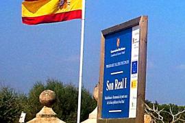 Los Maulets se llevan la bandera española de la finca de Son Real