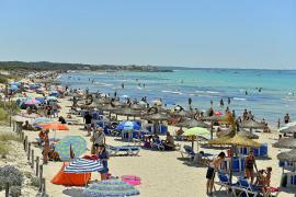 Los bañistas de es Trenc se llevan cada verano 'a casa' 18 toneladas de arena