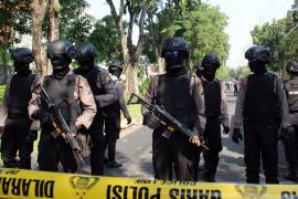 Al menos 10 muertos y 41 heridos en tres atentados en iglesias en Indonesia