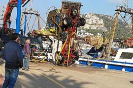 Cae al mar por accidente el camión de la cofradía de pescadores del Port d'Andratx