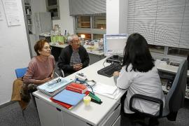 El IB-Salut contrata a ocho médicos por cada uno que se va
