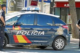 Dos atracadores encañonan a una pareja en un piso de Palma y huyen con el botín