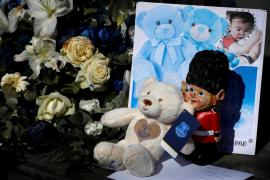 Cientos de personas despiden en Liverpool al bebé británico Alfie Evans