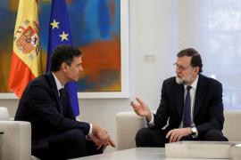 Rajoy y Sánchez pactan una respuesta «proporcional» ante un posible desafío catalán