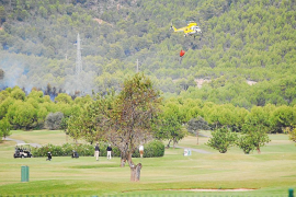 Incendio forestal en el golf de Son Vida