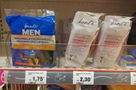 Facua pide multas para grandes cadenas por discriminar a las mujeres con los precios de las maquinillas de afeitar