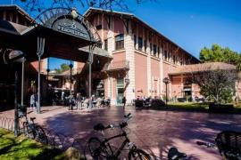 Condenan a indemnizar con 23.000 euros a un pizzero del mercado de San Juan que cerró por fallos en las instalaciones