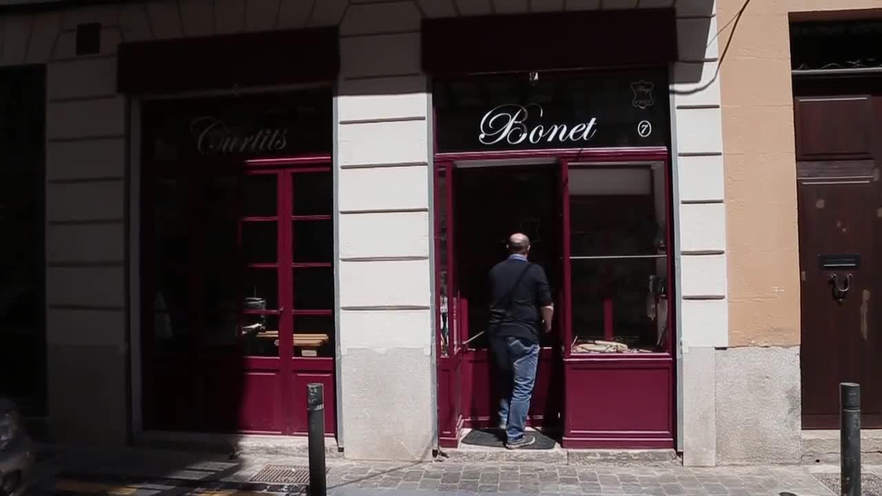 Curtits Bonet: «Nuestra venta se basa en los pocos artesanos que aún trabajan la piel»