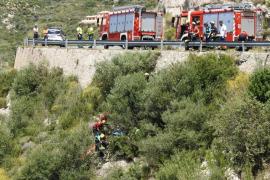 Laborioso rescate de un motorista que cayó por un terraplén en Andratx