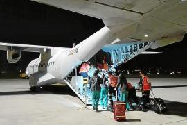 El bebé trasladado crítico por el Ejército a Madrid sale de la UCI