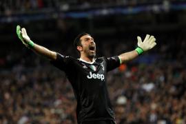 Gianluigi Buffon deja la portería de la Juventus