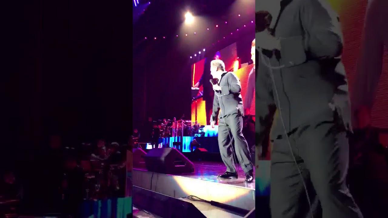 Luis Miguel 'se viene arriba' en pleno concierto
