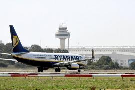 El Parlament sospecha de un doble sistema tarifario aéreo para residentes