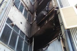 Un aparatoso incendio afecta a varios pisos de un edificio en Palma