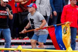 El desfase de Maradona en el cierre de campaña de Maduro