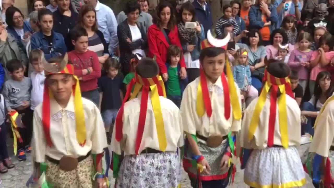 Las danzas de los Moretons llenan Manacor de música y color