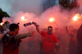 El recibimiento de la afición del Mallorca al equipo a su llegada a Son Moix