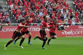 El Mallorca supera al Mirandés y da un paso de gigante hacia Segunda División