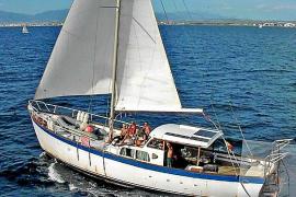 Siguen buscando al tripulante del velero desaparecido en Mallorca