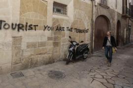 Emaya se gasta 30.000 euros en limpiar pintadas