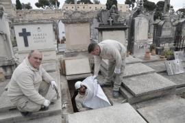 La funeraria solicita un informe para poder exigir el catalán a los enterradores