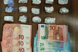 Dos detenidos por ofrecer droga a las personas equivocadas en Son Gotleu