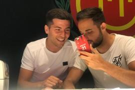 Los jugadores del Mallorca llaman a los ganadores de las entradas para Anduva