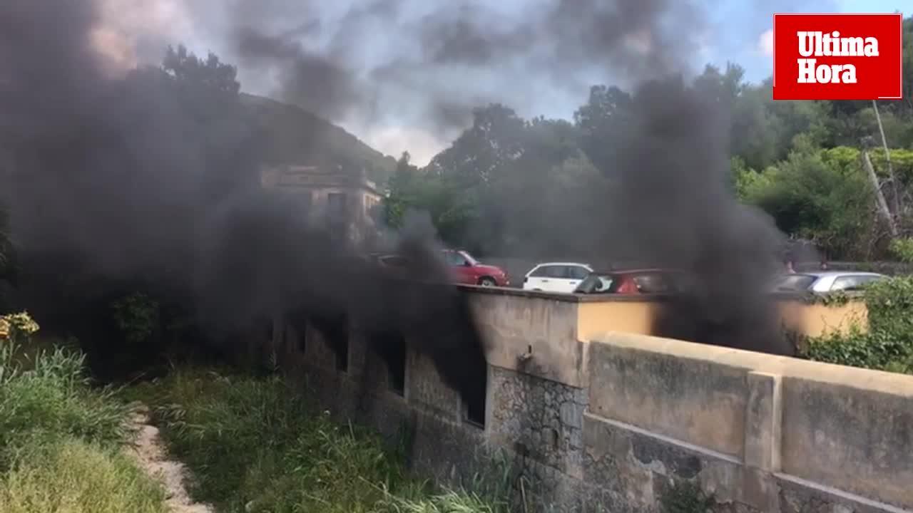 El incendio de un garaje en Esporles afecta a una veintena de vehículos