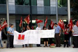 Los trabajadores exigen a Sa Nostra que explique «por qué sobran entre 400 y 800 personas»