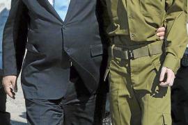 El soldado Gilad Shalit regresa a su casa en Israel tras 1941 días en manos de Hamás
