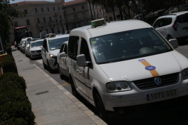 Turno de 24 horas para los taxis y uniforme voluntario para los conductores