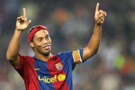 Ronaldinho tiene previsto casarse este verano con sus dos novias
