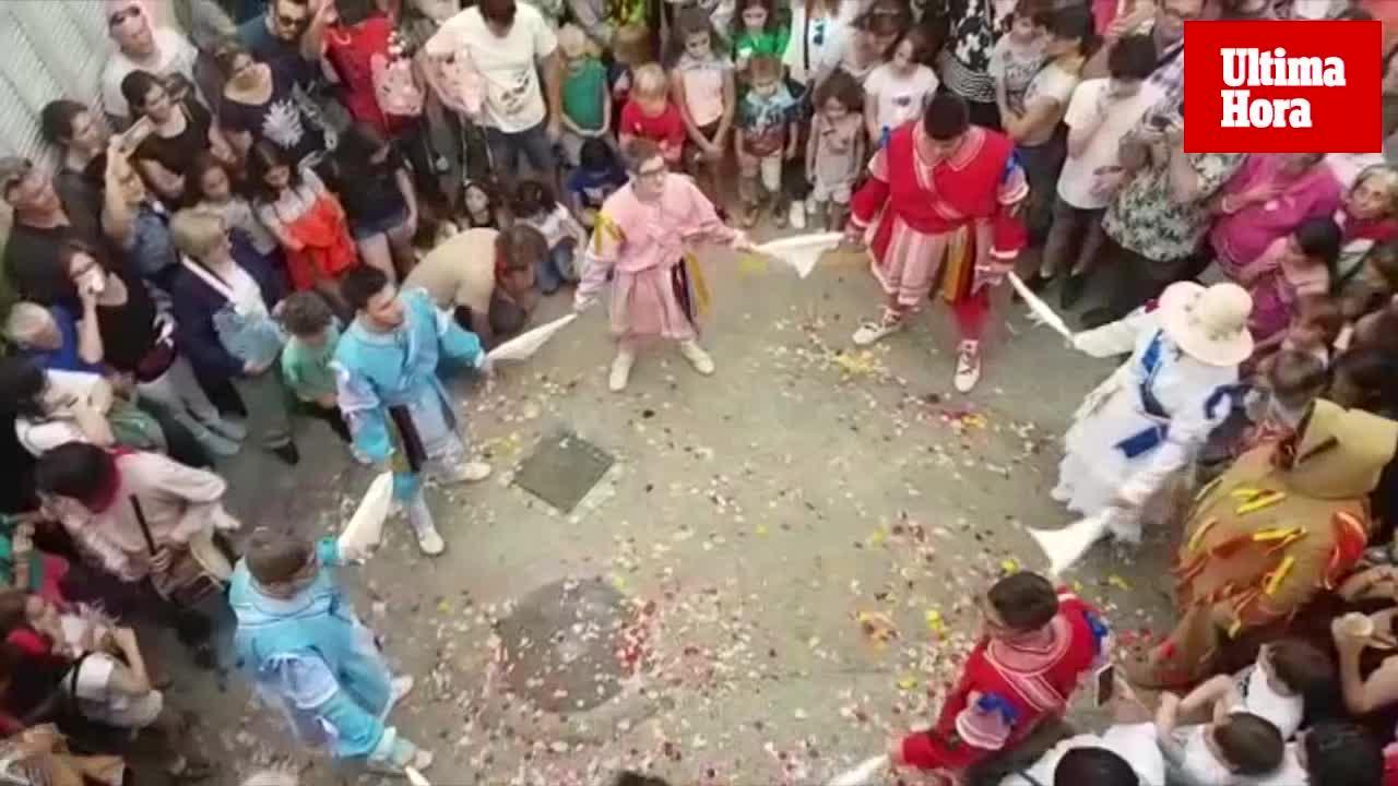 Una renovada 'colla de cossiers' ofrece sus danzas en Alaró