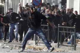 Un muerto y varios heridos en la segunda jornada de huelga general en Grecia