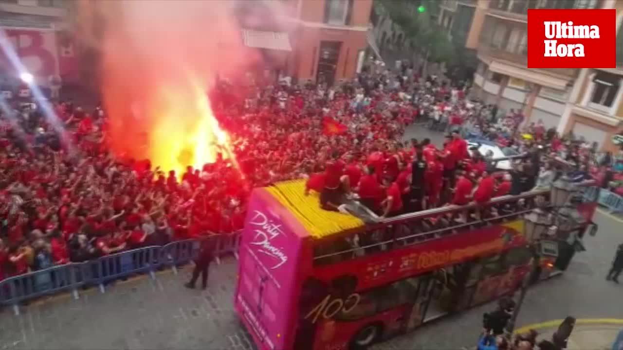El Real Mallorca celebra por todo lo alto el ascenso con su afición