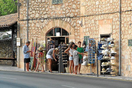 Oleada de robos a turistas en la playa de Formentor y en núcleos de la Serra