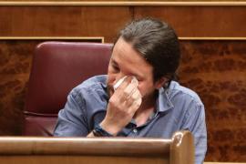 Iglesias rompe a llorar en el Congreso con el aplauso de las víctimas de Billy el Niño